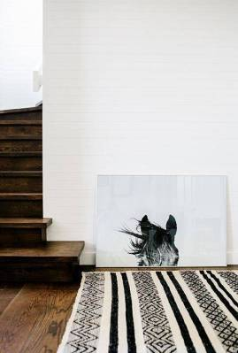 9-fall-decor-swaps-that-will-work-in-your-home-fall-2016-decor-trends-ideas-leaning-horse-artwork-striped-rug-57ae4467a1eb9ea80e7f19d7-w620_h800